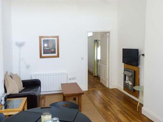 Bright Modern Apartment -The Old Stables - 927645 - photo 2
