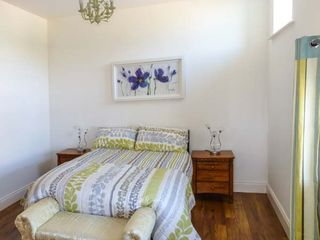 Bright Modern Apartment -The Old Stables - 927645 - photo 4