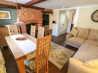 Easter Cottage 3 Hunstanton Road - 932351 - photo 4
