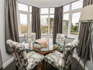Manor Heath Apartment 4 - 958919 - photo 10