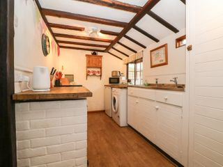 Swanfield Cottage - 960930 - photo 8