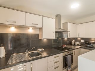 Apartment 4, 7 St Anns Apartments - 980934 - photo 5