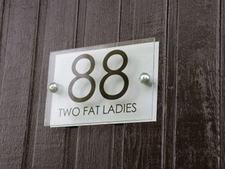 Two Fat Ladies - 999269 - photo 3