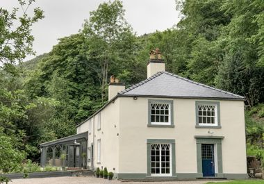 Cwmalis Hall - 1001247 - photo 1