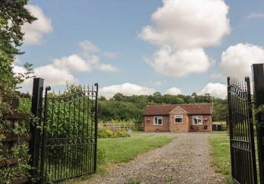 Lawn Cottage - 936440 - photo 1