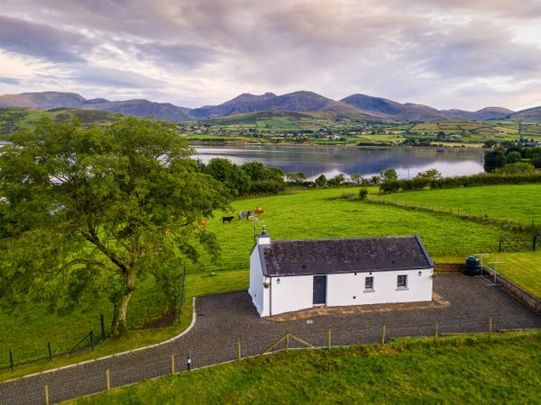 Lough Island Reavy Cottage photo 1