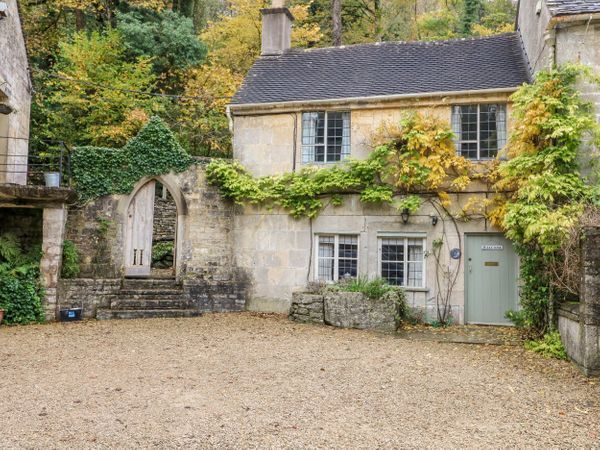 October Cottage Chalford Gloucestershire Brownshill Self Catering Holiday Cottage