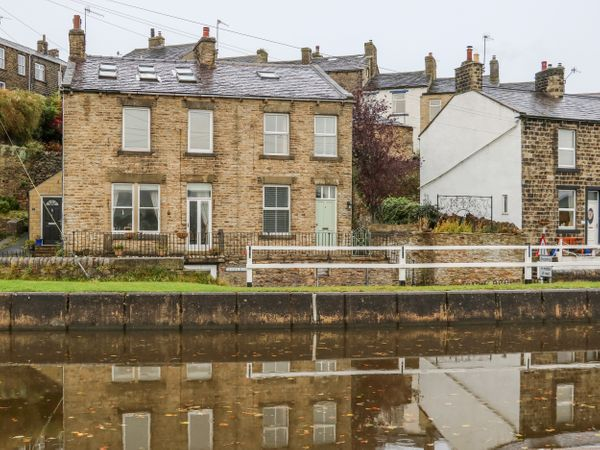 Canalside Cottage photo 1