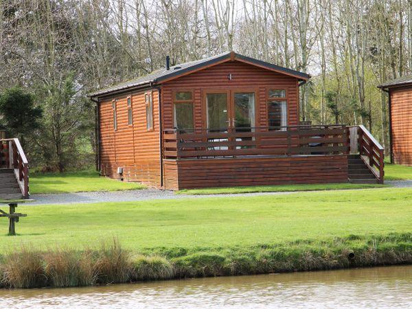 Oak Lodge photo 1