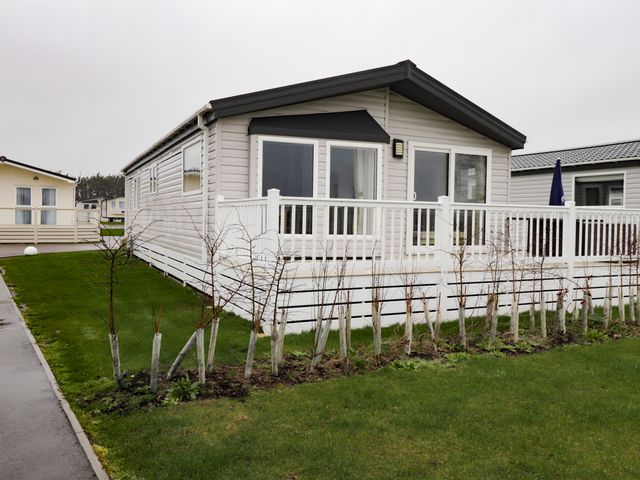 Lodge BR56 at Pevensey Bay - 1043960 - photo 1