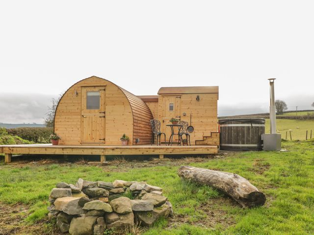 Embden Pod at Banwy Glamping - 1052423 - photo 1