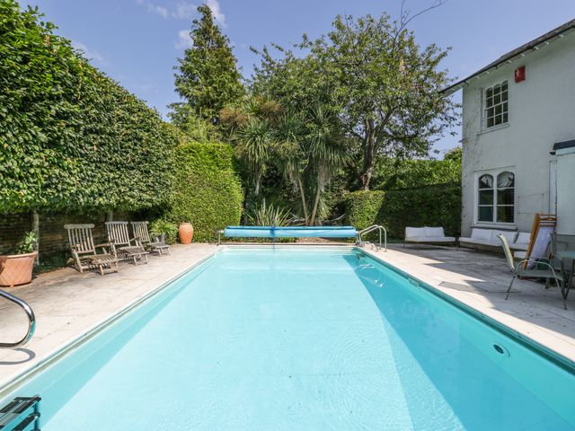 Cottage in Hampshire with Swimming Pool