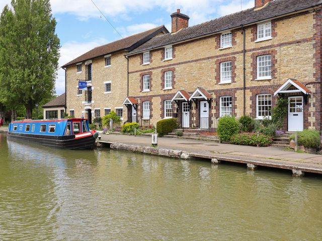 4 Canalside Cottages photo 1