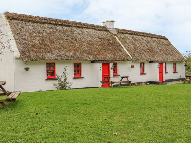 No. 10 Lough Derg Thatched Cottage - 916416 - photo 1