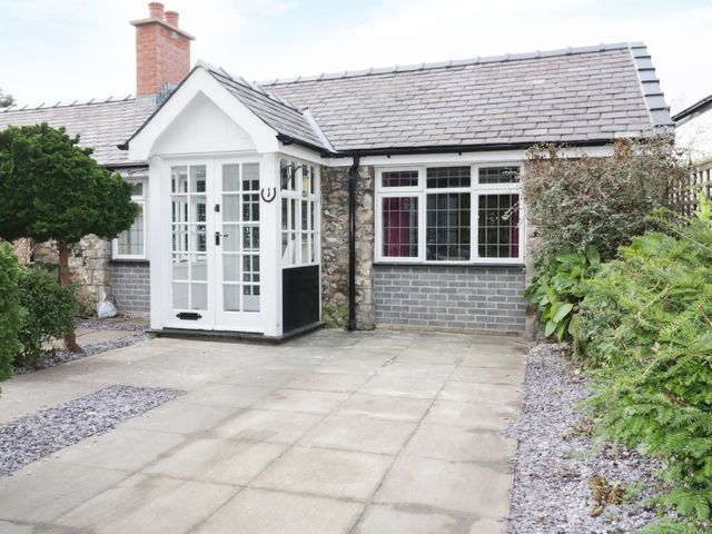 1 New Inn Terrace, Dyserth