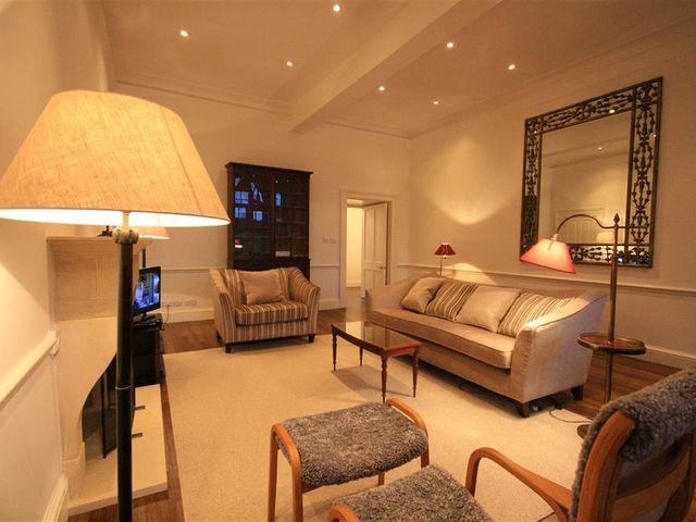 Flat 17 Sherborne House - 988628 - photo 1