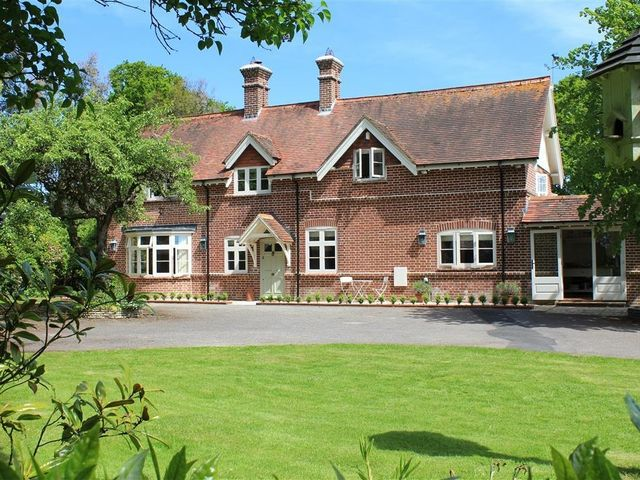 The Lodge at Bashley - 988875 - photo 1