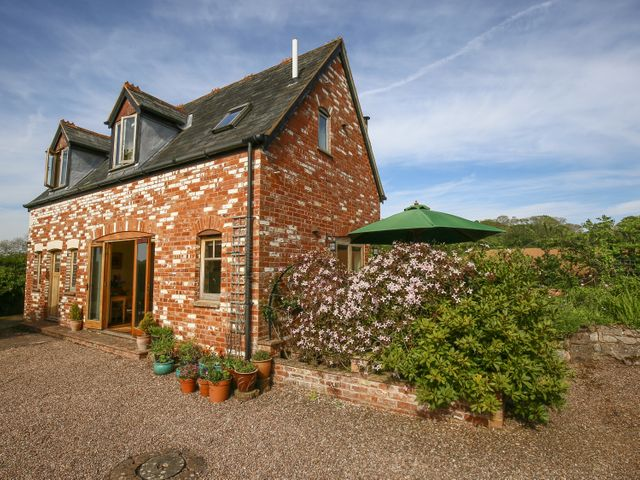 The Coach House - 988906 - photo 1