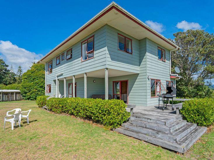 Family Getaway on Manuka - Matarangi Holiday Home