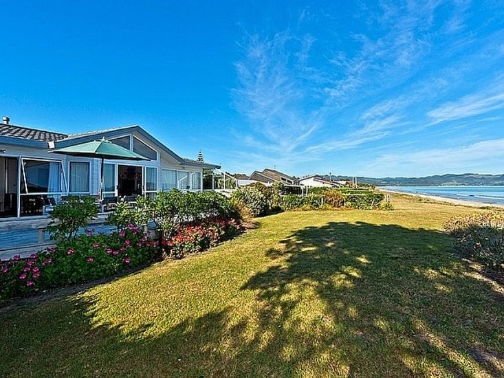 Matarangi Beachfront House - Matarangi Holiday Home