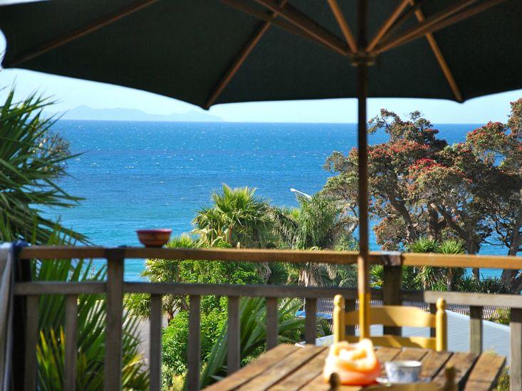 The Blue Pengiun, Kauotunu Holiday Home - Sea View