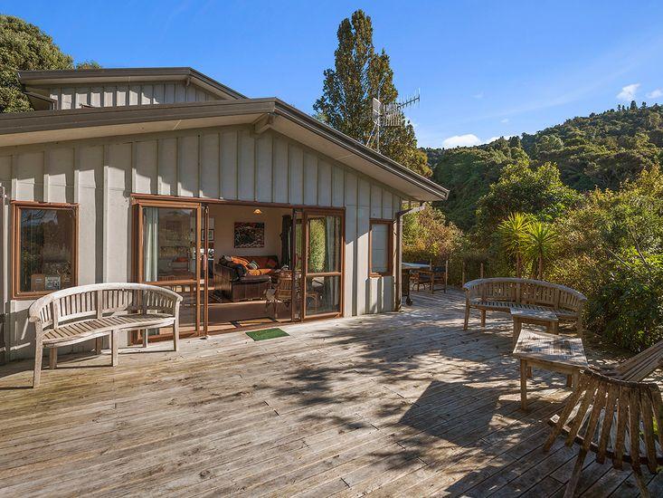 Ruatotara - Pukawa Holiday Home