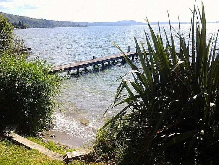 Rotoiti Retreat - Lake Rotoiti Holiday Home - Jetty and Lake Views