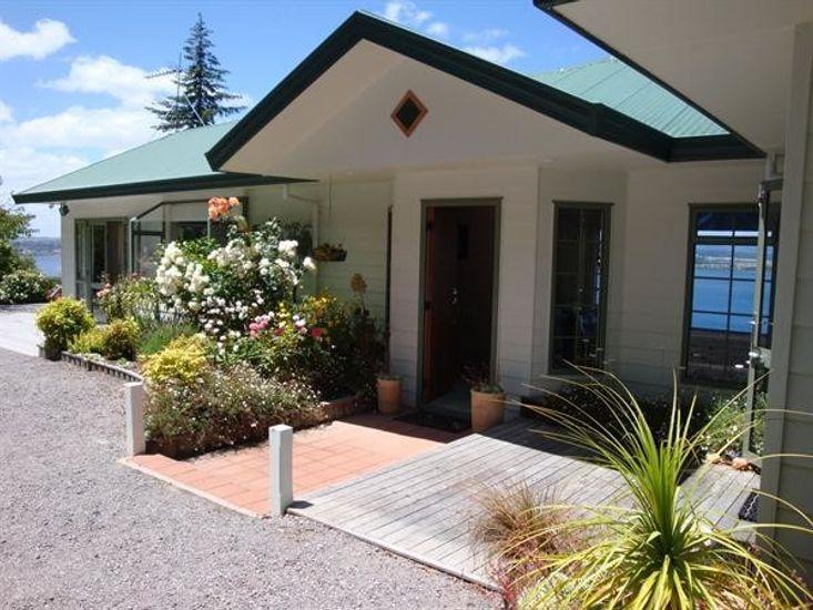 Acacia Bay Holiday Home - Entrance