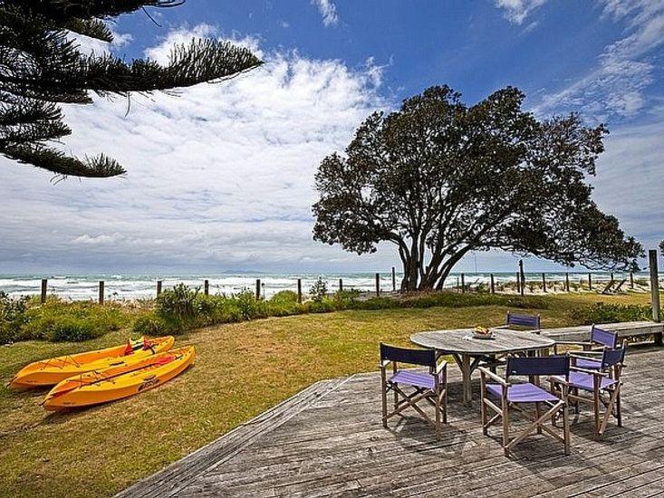 Carmen's Beachside Bach - Waihi Beach Bach