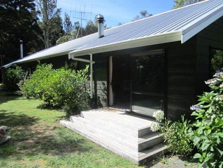 Puka Lodge, Pukawa Bay Holiday Home
