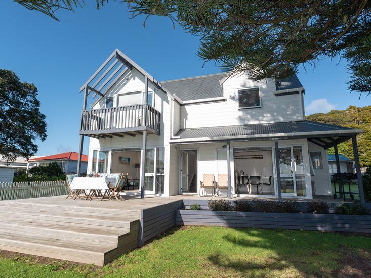 Wairangi Beach Cottage - Paihia Beach House