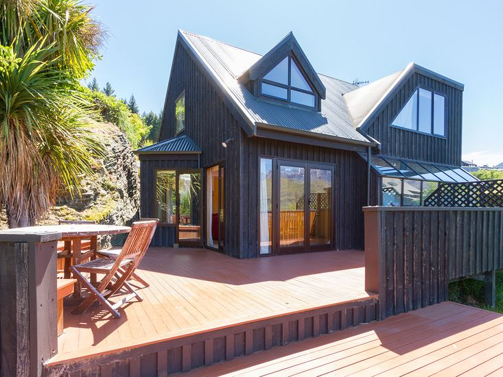 Fantail on Goldleaf - Queenstown Holiday Home - Exterior