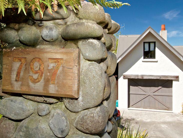 Kauawhi Lodge entrance