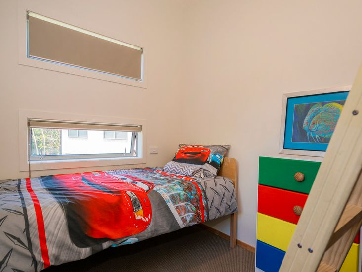Bedroom 5 with a raised bunk bed - Upstairs