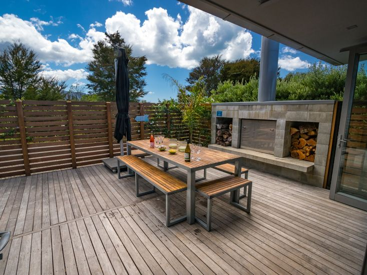 Outdoor Dining & BBQ Area - please note for safety reasons the outdoor fire is not for guest use