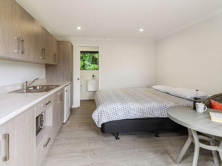 Bedroom with Kitchenette in Studio