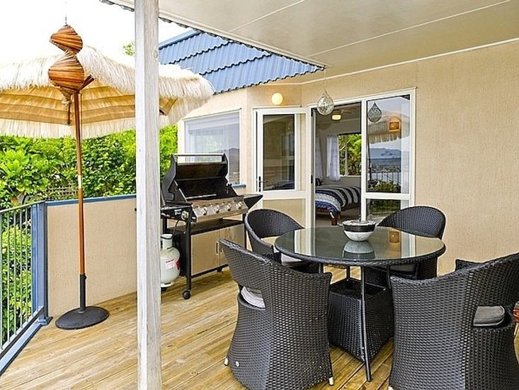 Upstairs Decking - Outdoor Dining to Master Bedroom