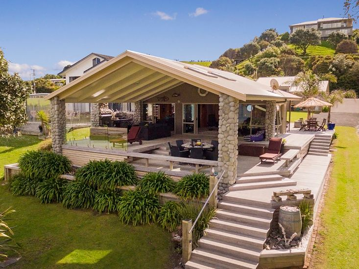 Spectacular Simpsons Beachfront - Simpsons Beach Holiday Home