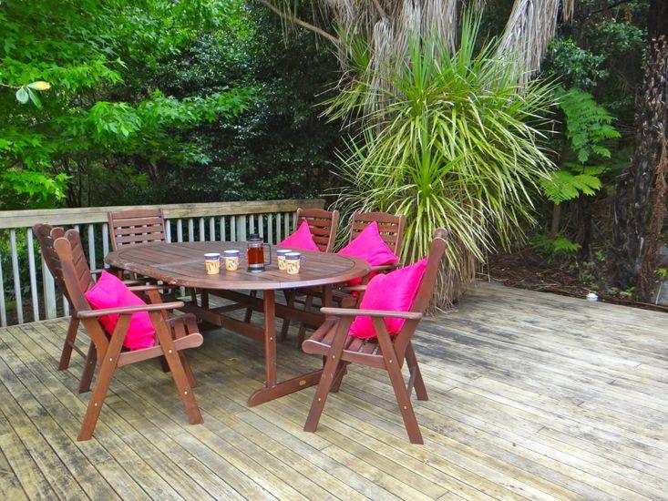 Campbells Beach Hideaway - Campbells Beach Bach - Deck