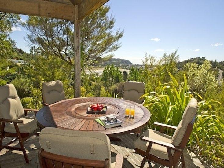 Treetop Oasis - Tairua Holiday Home - Outdoor Living