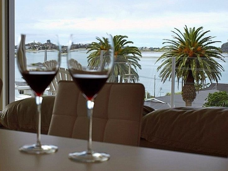 The Beach Pod - Tairua Holiday Home - Dining with Views