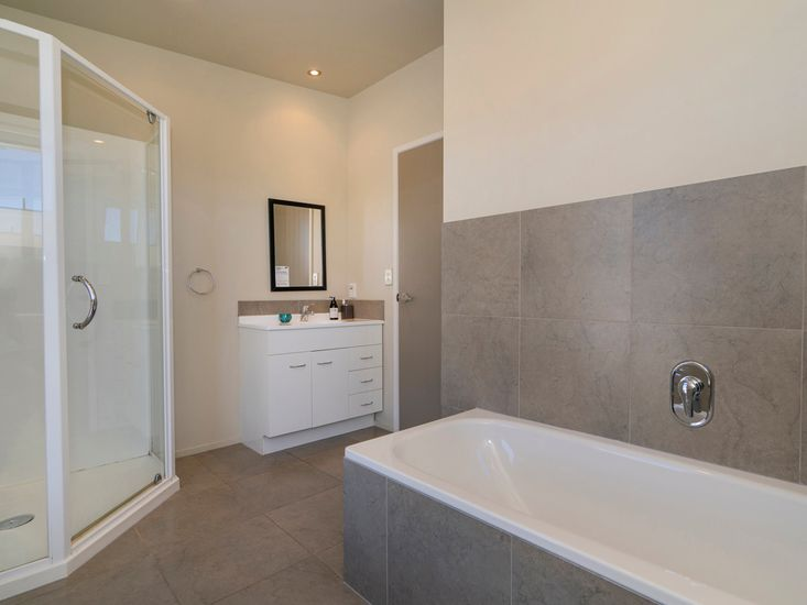Ensuite/Bathroom 2