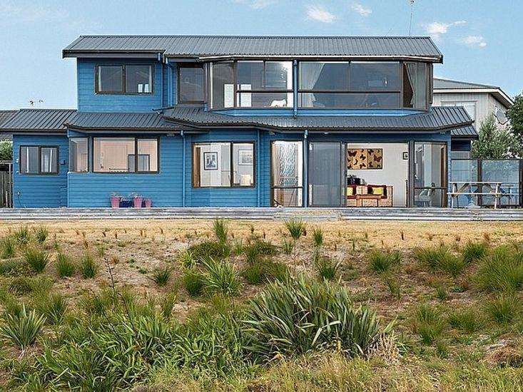 The Blue House - Papamoa Holiday Home