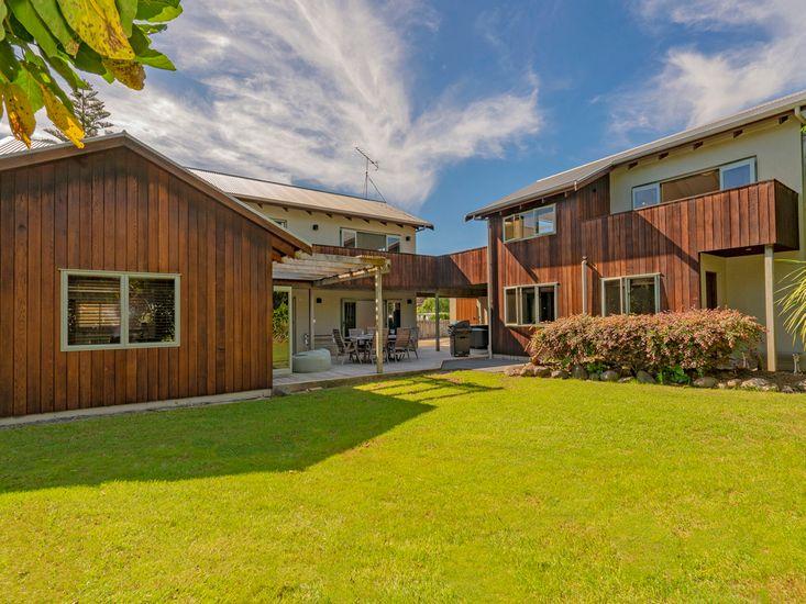 Beaujolais - Hahei Holiday Accommodation (Main House & Studio)