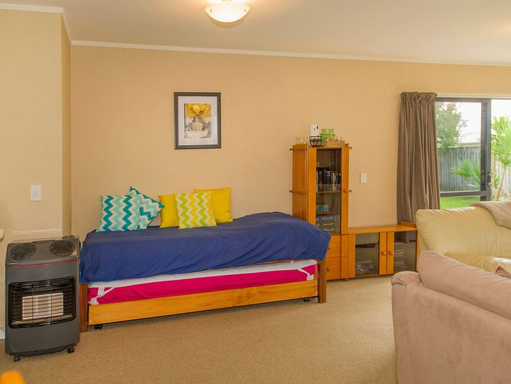 Single bed in Lounge