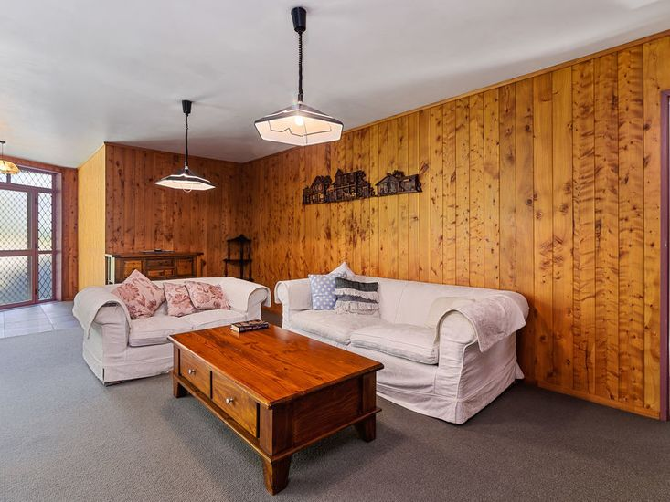 Main House Lounge - Downstairs