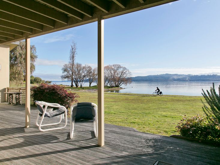 waterfront accommodation in taupo
