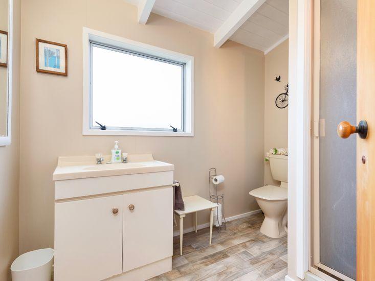 Bathroom 2 - at mezzanine level