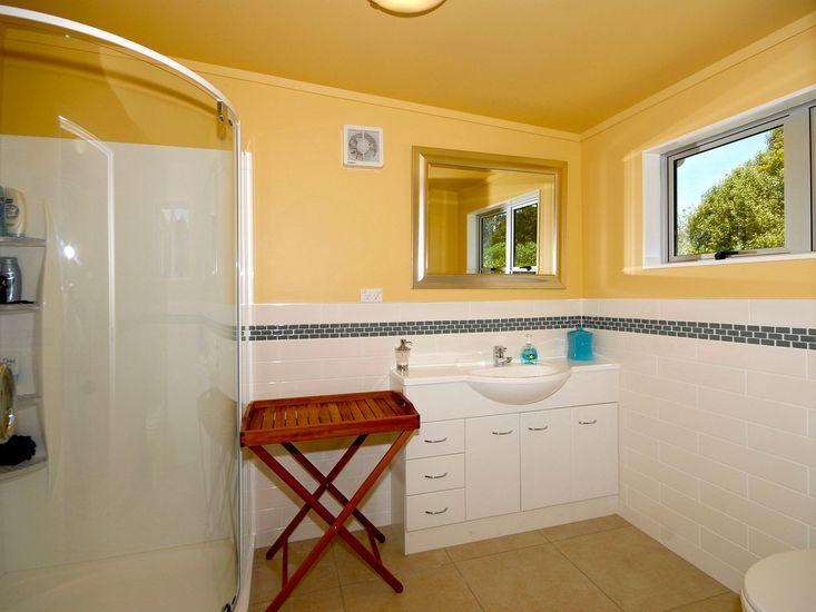 Ensuite Bathroom - Upstairs
