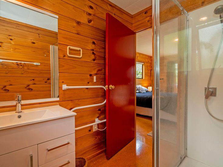 Bathroom 2/Ensuite